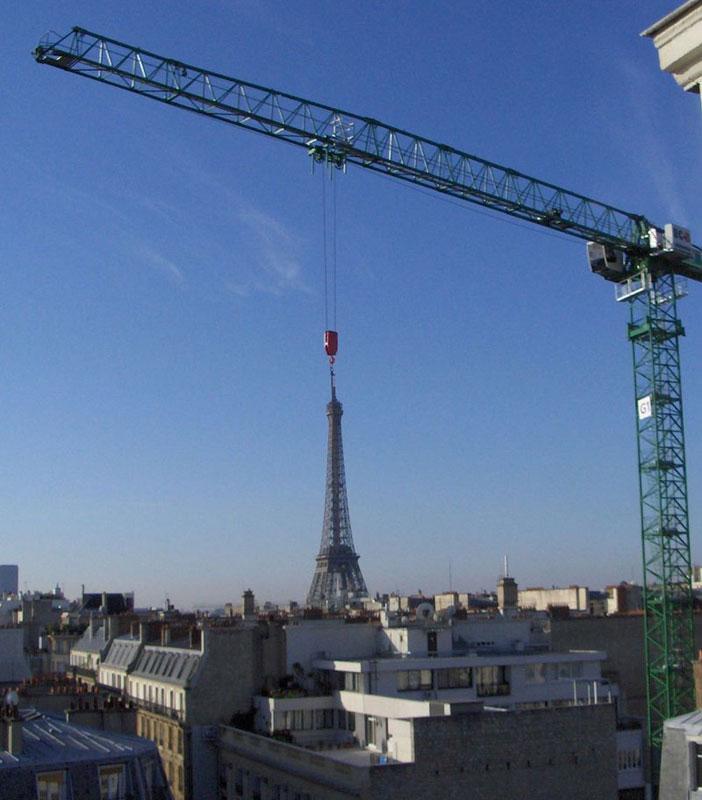eiffel-tower-crane-perfect-timing